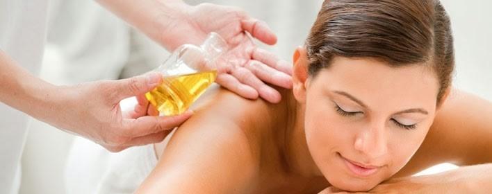 Afbeeldingsresultaat voor massage met etherische olien